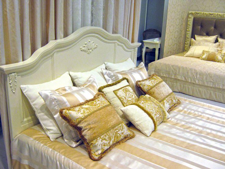 Кровать с изголовьем (арт. R102) и кровать с мягким изголовьем (арт. R160g).Заказать или узнать более подробно о свойствах и цене, можно на нашем сайте kreind.ru  #мебельклассическая #корпуснаямебель #мебель #классика #классическаямебель #крватьсизголовьем #мебельклассика #мебельмосква #мебель #style #home #homedecor #interiors #интерьер #крейнд #kreind #folowme #l2l#romanticgold#romantic