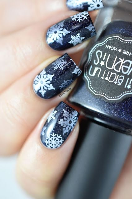 Snowy night - snowflakes nails - ieuv ladykiller