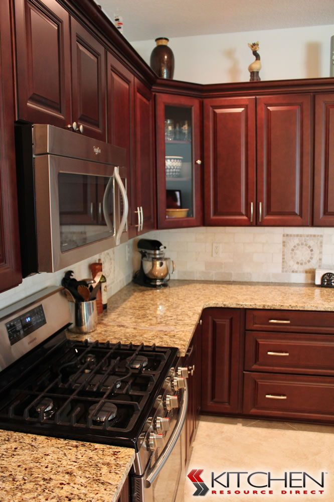 Best This Kitchen Made Great Use Of A Corner Space By Placing A 640 x 480