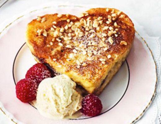 French toast, mais conhecido por aqui como rabanada, é um docinho super fácil de preparar – ótima pedida para o café da manhã de um dia friozinho e melhor ainda quando apreciado junto da sua bebida quente preferida. A versão que ensinaremos aqui foi criada pela blogueira Jess Smith, do Inquiring Chef. Ela é ainda mais simples de fazer, pois, ao contrário do modo de preparo tradicional, que inclui óleo e fritura, foi desenvolvida para ir ao forno, ou seja, é muito mais saudável, mas…