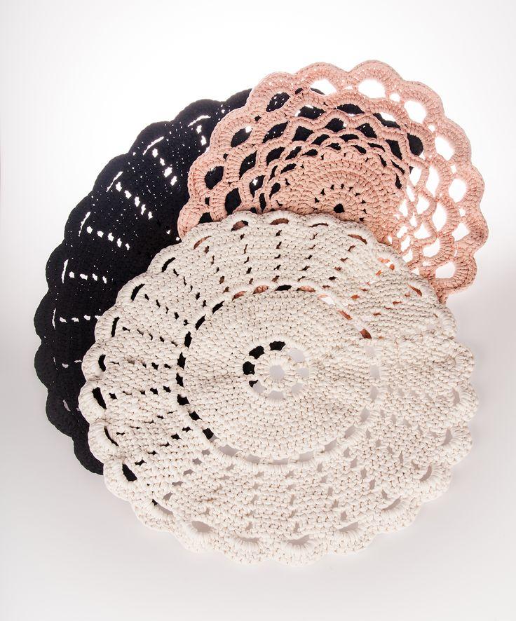 #handwork #virkkaus #juhnnusruusumatto #korumatto #crochet #crochetrug #jewelleryrug #koukkujapuikko #hookandneedle