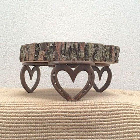 Подкова, замечательная «обувь» для лошади — это не только вещица, которая по поверьям приносит удачу, но и отличный материал для творчества. Изделия из подков могут украсить интерьер загородного дома или послужить необычными и интересными подарками для мужчин. Давайте посмотрим, что можно сделать из старых подков. Интерьерные уличные украшения — осенние: Зимние:&he…