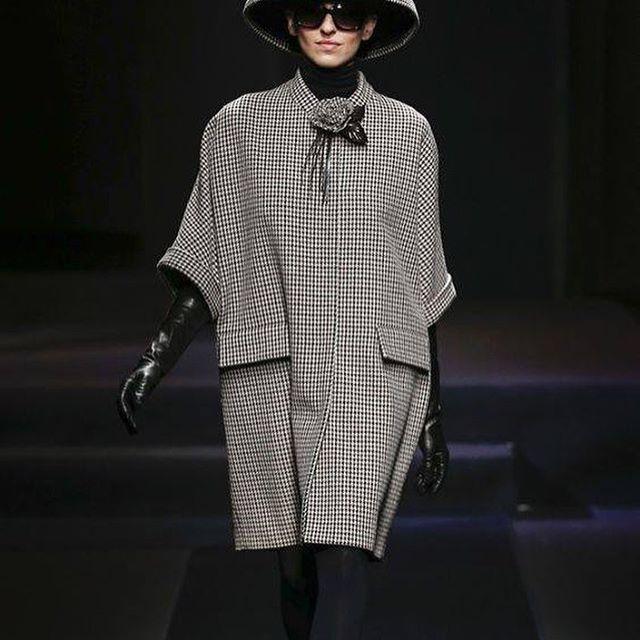 Daks F2018. Black and white sack dress with matching hat.   #dress #blackandwhite #sackdress #hat #matchup #stunning #cleanlines #loosefit #easytowear #casualchic #dak #dak2018 #77thandyork    #Regram via @caroletanenbaum