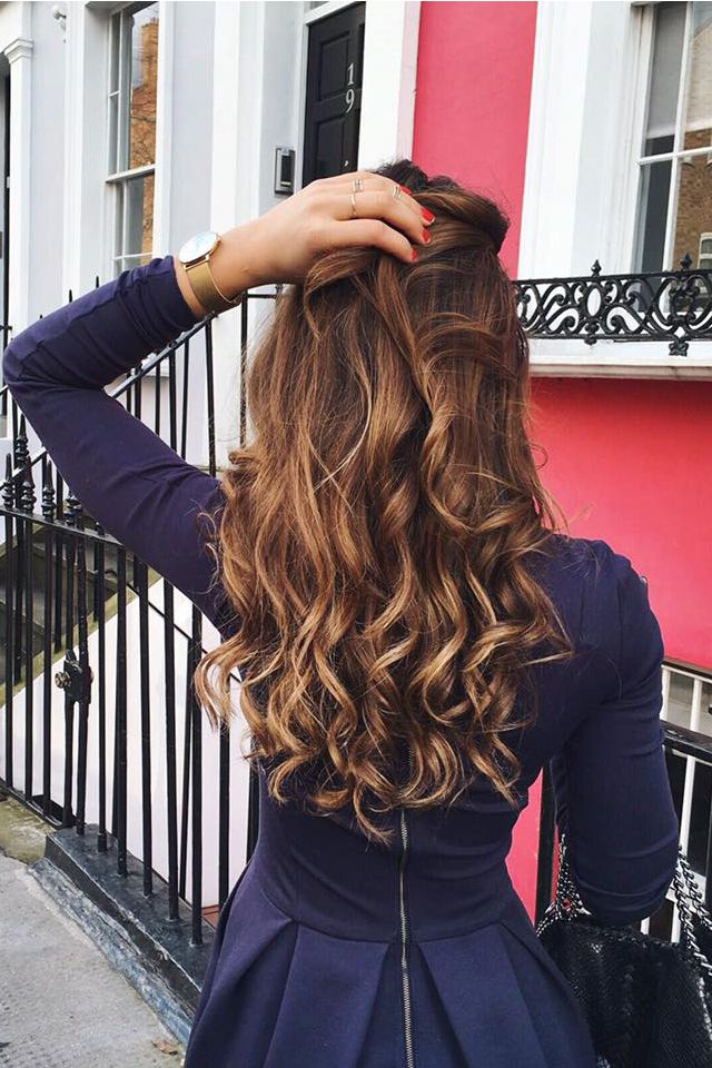 Everyday Curls on @mimiikonn who is using a few wefts from her Ombre Chestnut and Ombre Blonde sets. #LuxyHairExtensions
