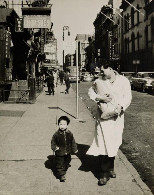 Mario de Biasi, (Italian, 1923), Chinatown, New York, 1950