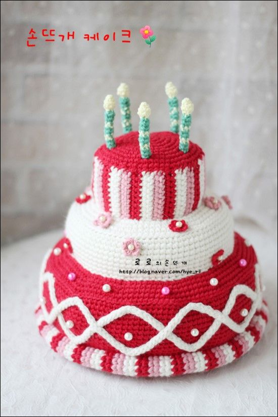 How cute is this crocheted birthday cake..love it!!