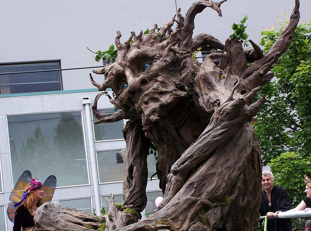 Scary Tree at the Fremont Fair by RicoBozo, via Flickr: Scary Trees, Tree Scultpure, Tree Sculptures, Halloween