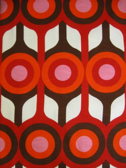 1970s vintage fabric via Johnny Tapete from 1974.