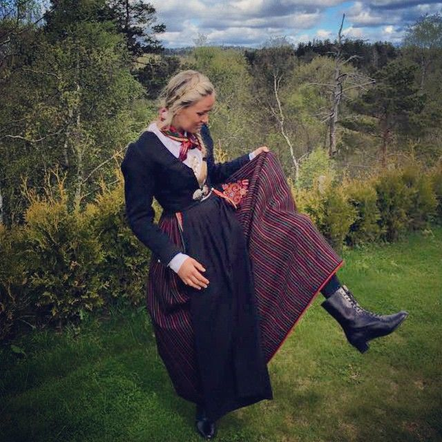 #Hipp hipp #HURRA 🔴⚪️🔵 #Gratulerer med dagen 🎉 #17.mai #bunad #vest-Agder #vestagderbunad #norge #kristiansand #stripestakk