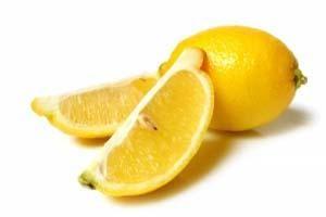 Limón para limpiar el microondas
