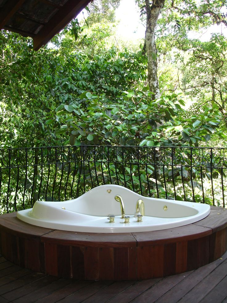Master bathtub on top of the trees.  http://costaricamilliondollarhomes.com/Casa-Tropical-Rainforest-Luxurious/index.html