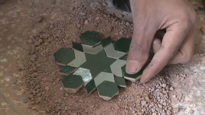 The ancient art of turning clay into mosaics! www.artFido.com/popular-art - 2015-11-12 12:00 94036