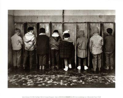 Petit pipi. Retrouvez notre sélection de photos vintage sur notre tableau Pinterest Back to school https://fr.pinterest.com/bonjourbibiche/back-to-school/ :) #inspiration #backtoschool