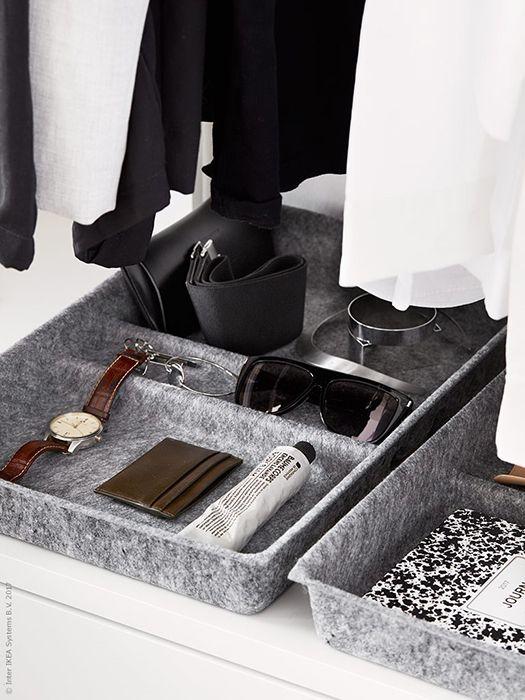 Met deze slimme oplossingen ziet je open kast er niet rommelig uit | IKEA IKEAnl IKEAnederland wooninspiratie inspiratie interieur ELVARLI systeem garderobekast kast opberger opbergen kleding slaapkamer handig wit praktisch fashion BESTÅ ladeverdeler