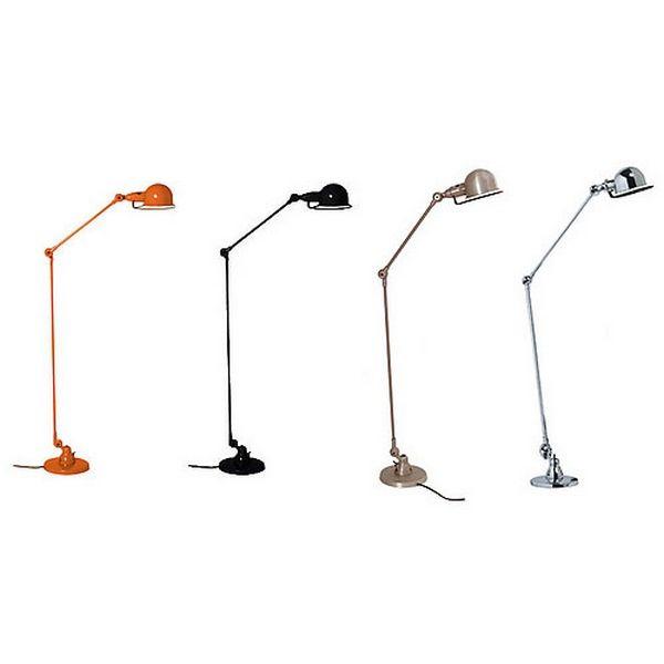 Cette Liseusejieldé si833 entièrement métallique est devenue le symbole du mobilier Industriel et de l'esprit Loft. Robuste, et indémodable, cette lampe industrielle est proposée en 16 coloris peinture + fin www.loftboutik.com
