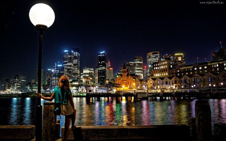 Australia, Sydney, Miasto, Noc, Drapacze, Chmur, Rzeka, Lampa, Kobieta