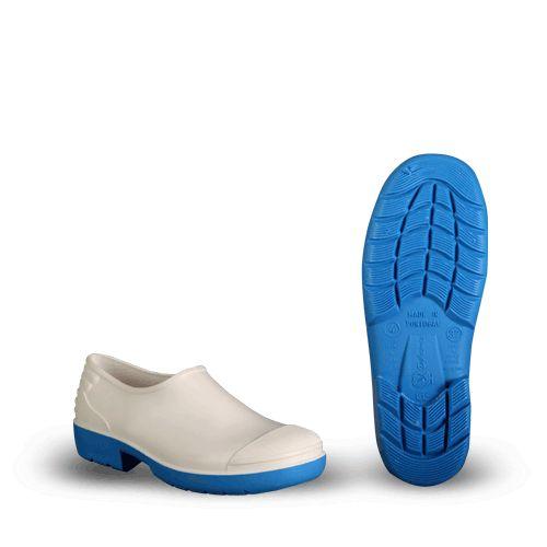 Zapato de hule PVC Alimentar DIKAMAR Características Marca:DIKAMAR El calzado ideal para la industria alimentaria con caño y suela de PVC nitrílico, resistente a los ácidos, aceites y grasas. Color blanco del zapato / Azul PVC Tamaños disponibles: Tallas de Hombre Material: PVC Usos: panaderías, plantas industriales, para protección del calzado del operario o trabajador www.diequinsa.com