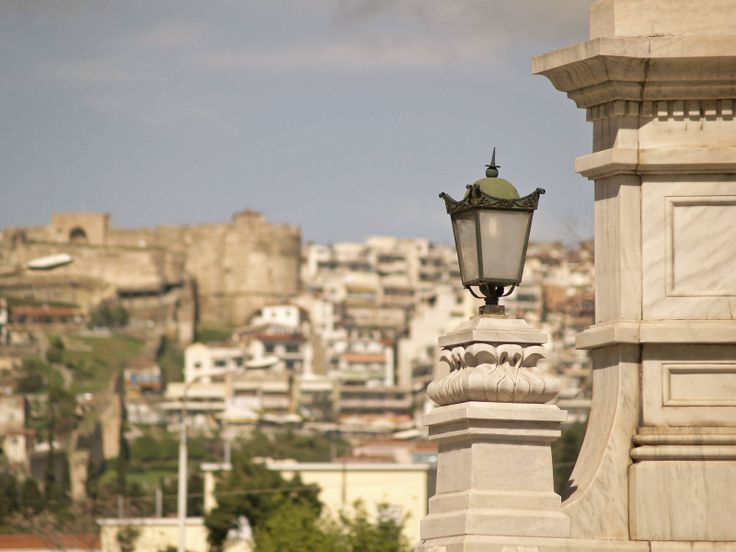 Detail of the fountain with Trigonion Tower at Ano Poli in the background. (Walking Thessaloniki, Route 04 - Galerius)