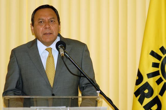 #DESTACADAS:  Jesús Zambrano incita a AMLO a que se pronuncie por hechos en Venezuela - El Economista