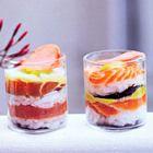 Zalm sushi in een glaasje