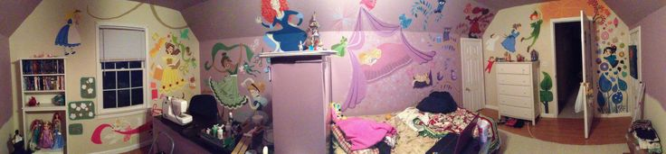 AMAZING mural based on Rapunzel's room  http://lettiebobettie.tumblr.com/post/45957422984/to-my-disney-people-i-am-giving-a-preview-of-my
