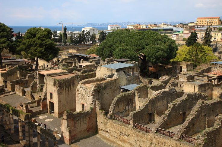 Mount Vesuvius & Pompeii: Facts & History