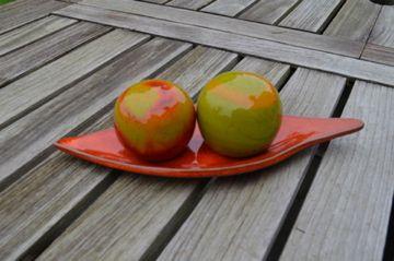 Peper- en zoutvat op bootje in keramiek. Verkrijgbaar in verschillende kleuren.