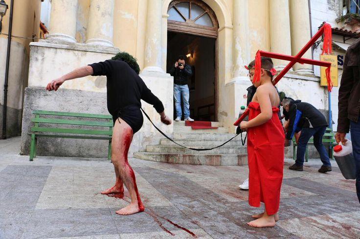 #lafotodelgiorno  Il rito dei vattienti (Nocera Terinese, #Catanzaro - Foto: Luigi Salsini)