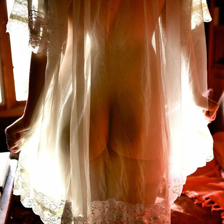 без девушка в прозрачном платье дрочит пышная