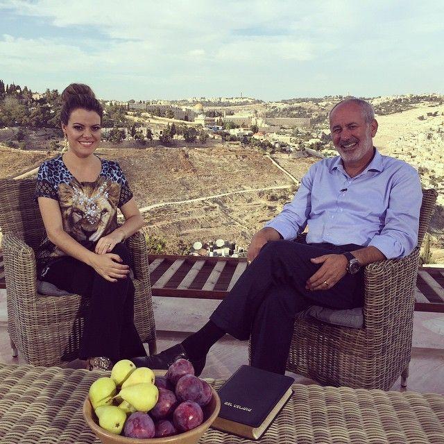 Entrevista na #TBN em #Jerusalém com o querido Pastor judeu messiânico #SamuelSmadja da @sareltours  Quando vier a #Israel peça sua agência para vir com a operadora de turismo #SarEl porque é a única formada por judeus messiânicos, ou seja, que creem em #Yeshua #Jesus, e assim você ajuda aos irmãos na fé que precisam tanto nessa terra onde ainda são minoria! -------------------------------------------------------- At #TBN #Jerusalem with #SamuelSmadja from @SarelTours