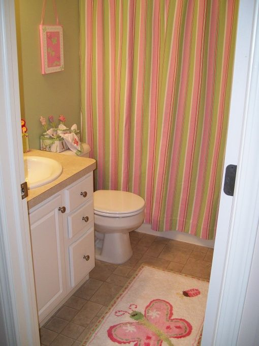 Cute For The Girls Bathroom :) I Love The Green And Pink!