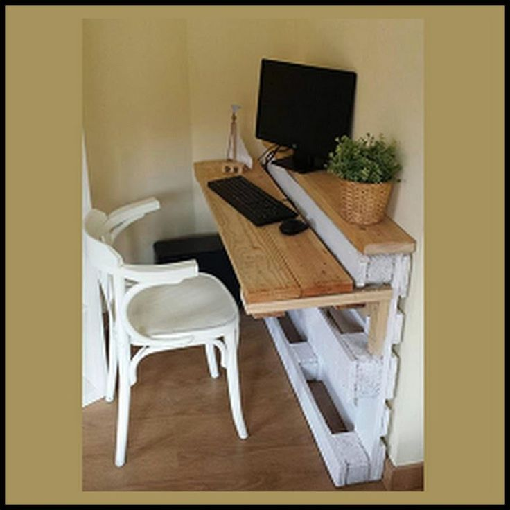 Desk Made With A Pallet / Skid