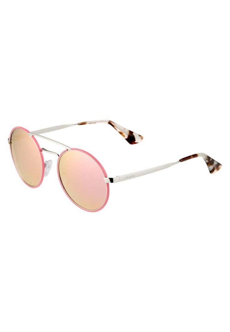 Prada. Sonnenbrille - silver-coloured/pink. #sunglasses #sonnenbrillen #fashion #zalandoDE Breite:14.5 cm bei Größe 54. Bügellänge:13.5 cm bei Größe 54. Stegbreite:1.8 cm bei Größe 54. UV-Schutz:ja. Brillenform:oval. Brillenetui:Hartschale. Muster:Farbverlauf