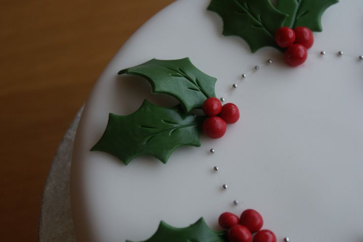 Holly & royal icing detail christmas cake