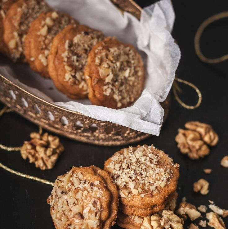 Gluten-free honey biscuits: For dough - 200g gluten free flour Nomix, 120g honey, 80g sugar, 0,5 egg yolk, 2 teaspoons milk, pinch of baking soda, For cream: piece of butter and liquid caramel, nuts. From raw materials prepare a dough. Let it rest for 2 hours. Roll out the dough (3 mm) and cut out circles (about 3 cm). Bake at 160-170 °C. The cooled circles rub with cream (3 parts of butter and 1 part of caramel).At the end sprinkle biscuits with nuts.