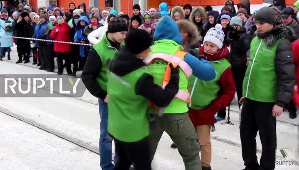 Мои новости: Самая сильная женщина России тянула два трамвая с пассажирами(видео).