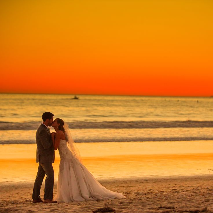 beach weddings in orange county ca%0A Sunset wedding photos in front of luxury hotel Shutters on the Beach   Santa Monica  California   Photo by Laura Grier