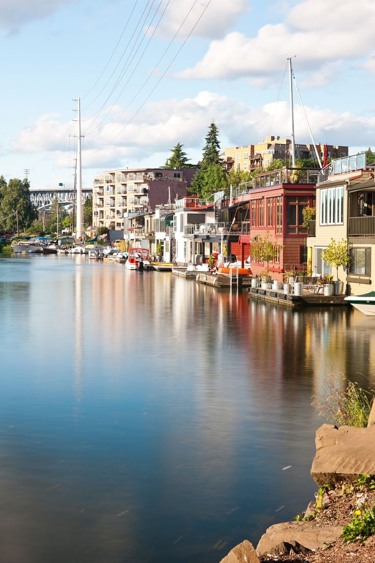 One of Seattle's top attractions is Lake Union, a freshwater glacial lake enhancing the aesthetics of the area while also offering a number of recreational activities.