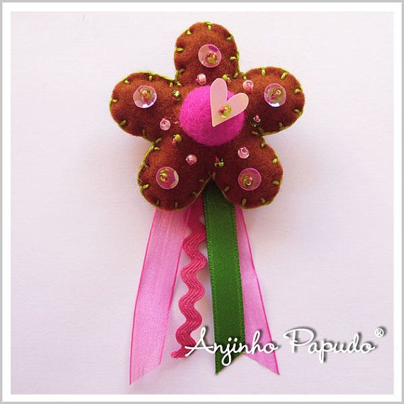 Brown and Pink Flower brooch by anjinhopapudoshop.