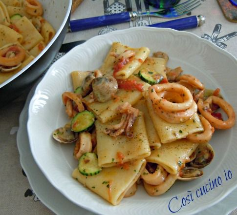 Paccheri vongole calamari e zucchine, ricetta primi piatti