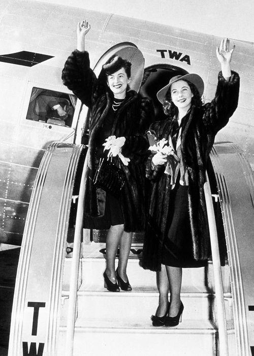 Vivien Leigh y Olivia de Havilland en Atlanta para la  presentación de Lo que el viento se llevó, 1939.