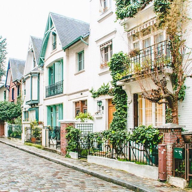 Village charm in Montmartre.