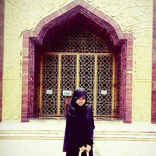 True Hijab | Syar'i | pic from @RATUBILQIS_