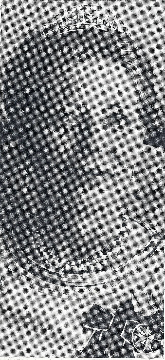 a close up of Princess Margarita, wearing her petite diamond kokoshnic with vertical laurel leaf motifs rising from a laurel leaf band at the base