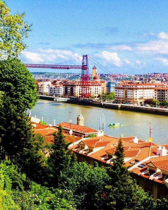 Reposting @comiviajeros: Bilbao es esa ciudad a la que no nos cansamos nunca de volver. Aunque la realidad es que conocer sitios nuevos es siempre nuestro objetivo 💪🏻 Por eso hoy por fin hemos comprado los vuelos para nuestro SÚPER VIAJE de 2018, que no será el único del año, pero sí el más importante 🔝Estamos pensando en hacer un directo esta noche para contaros el destino, ¿Os apetece? 📣 • 📍Puente colgante, Bilbao 🇪🇸🇪🇸 • #travel #magic #bloggers #travelbloggers #spain #españa…