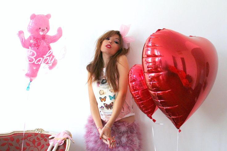 elisa bellino, pink outfit, fluffy skirt, pink bow headband, balloons editorial, fashion outfit, fashion editorial, theladycracy.it, choies skirt, stradivarius top, asos headband, www.theladycracy.it, dolce e gabbana