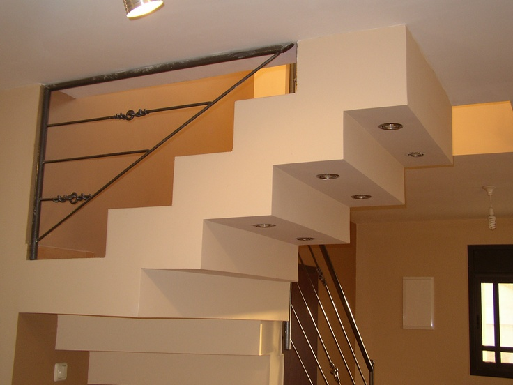 גרם מדרגות מעוצב ומודגש עם תאורה