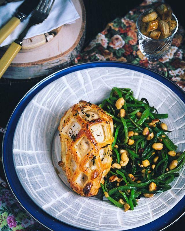 Con la griglia per far crostate di @peroni_snc ...io ho preparato un delizioso pollo in gabbia! Perchè mica posso usare gli utensili in maniera normale...😁😁 Con questo attrezzo magnifico le griglie vengono perfette e si preparano in 5 minuti (ma pure meno!) e regalano un effetto finale davvero molto carino! 🎉🎉🎉✌🏻️✌🏻✌🏻E gli avanzi non si buttano! Ci si prepara dei buonissimi puffs al sale e pepe 😜 La ricetta qui: http://www.angelinaincucina.com/pollo-ripieno-in-gabbia/