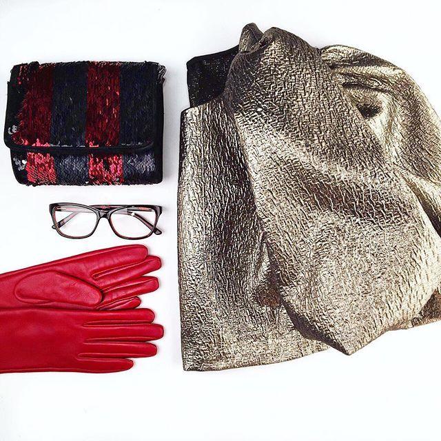 Wisten jullie dat Color Blocking tijdens de jaren 80 is ontstaan? Het uitgangspunt van deze trend is om felgekleurde accessoires te combineren op een basis kleur, zoals zwart. Op de foto zie je een 80's inspired LOEK gecombineerd met onze Ottawa Rood! 💄