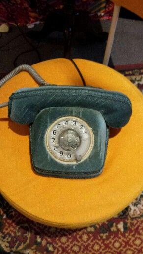 En dan verlang ik even weer naar de tijd dat er nog geen mobiele telefoons waren. Wat moet dat heerlijk zijn geweest om met dit telefoontje te bellen. Love it!